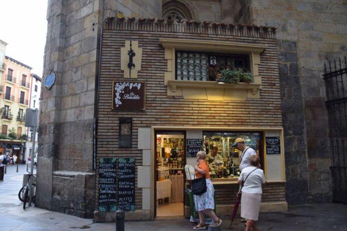 boutique adossées à la cathédrale de Bilbao