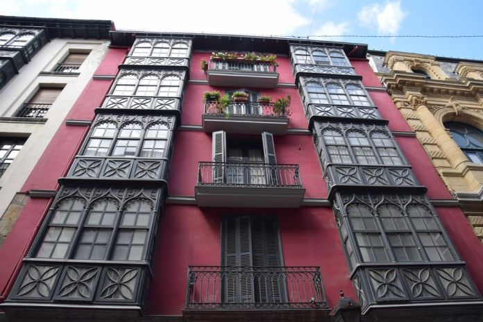 façade colorée casco viejo bilbao