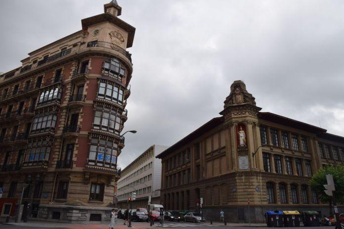 immeuble derrière la diputacion foral bilbao