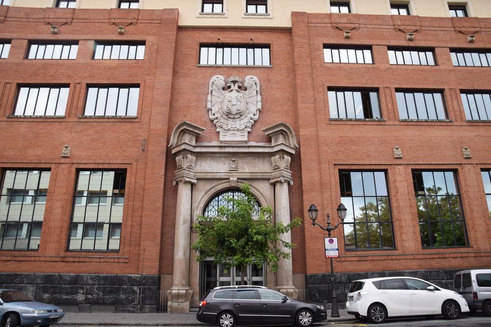 Bilbao d tour art nouveau city breaks aaa for La porte city iowa city hall