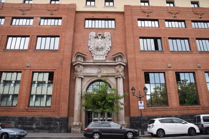 porte monumentale de la poste de Bilbao