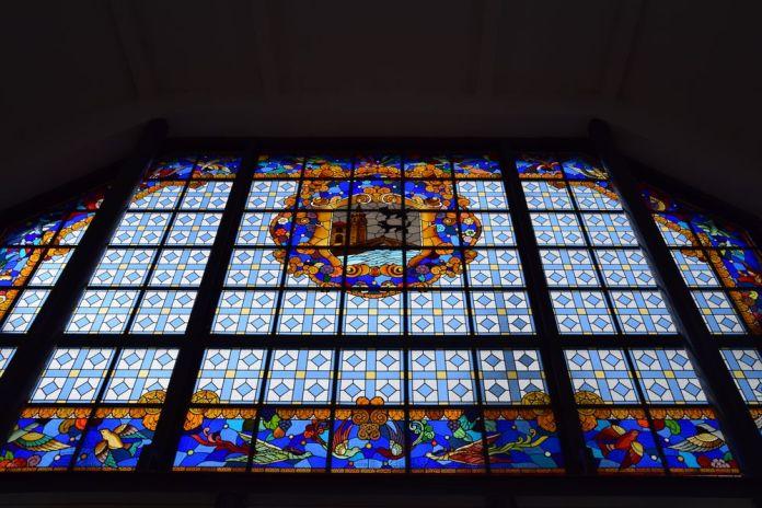 l'un des vitraux du marché de la Ribera