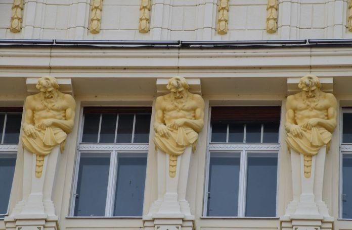 café roland détail façade bratislava