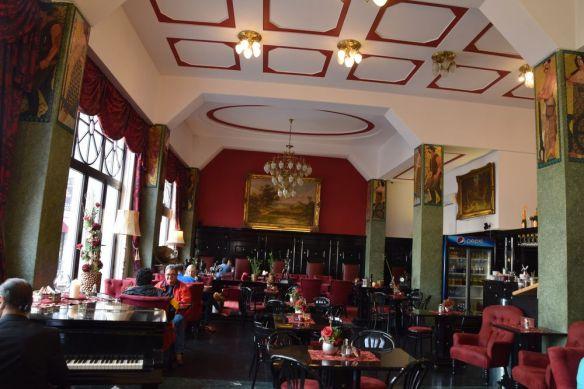 salle café roland bratislava