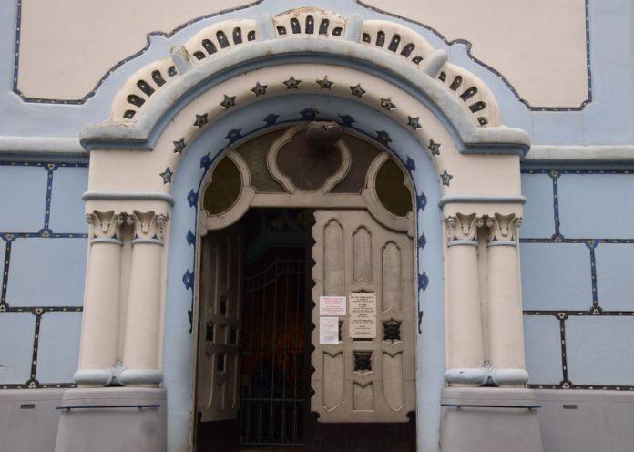 porte entrée principale église bleue bratislava
