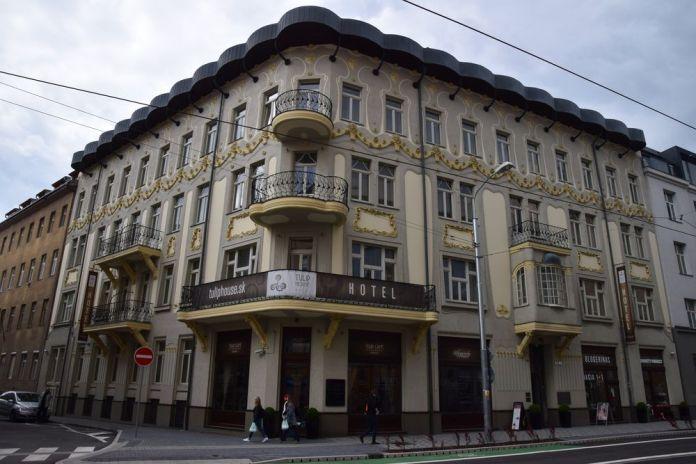 maison aux tulipes balcons bow window bratislava