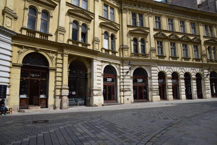 rue courbée bratislava
