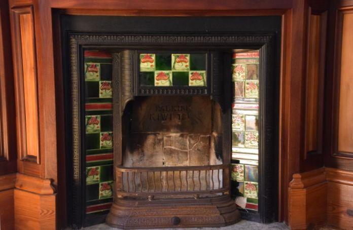 cheminée habillée céramiques capricho gaudi comillas