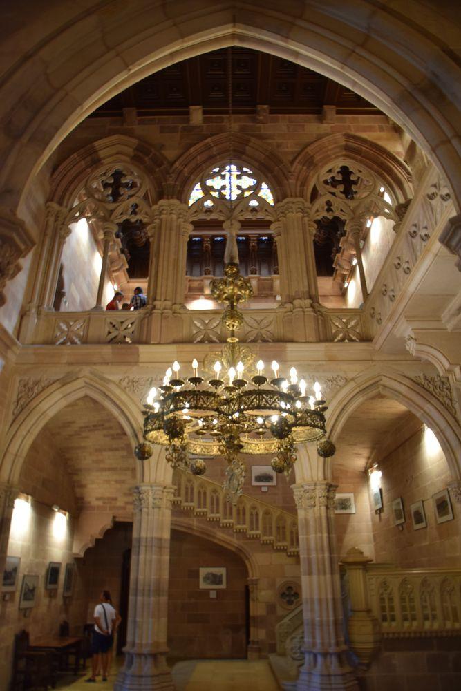 hall néo-gothique palais sobrellano comillas