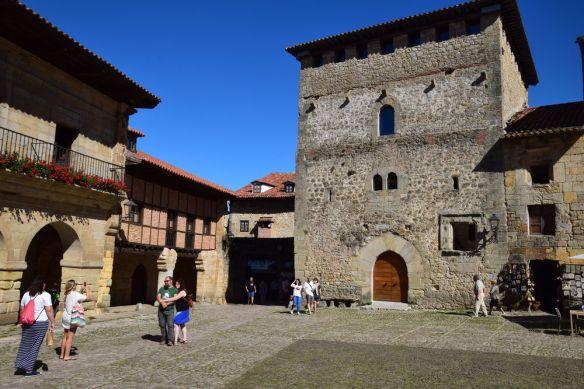 tour de borja et maison valdieso santillana del mar