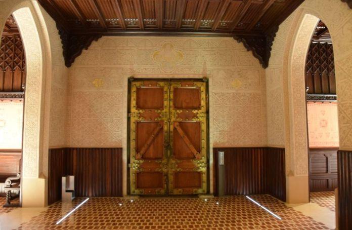 côté intérieur porte des vertus université pontificale comillas