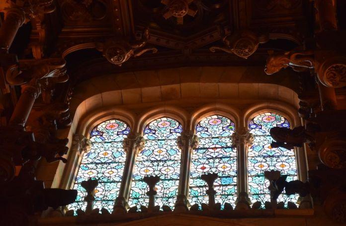 motifs chardons vitraux université pontificale Comillas
