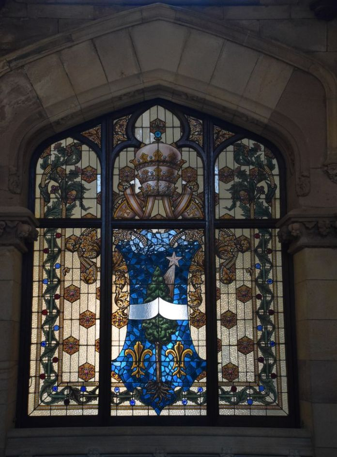 vitraux ateliers amigaux barcelone pour l'université pontificale de Comillas.