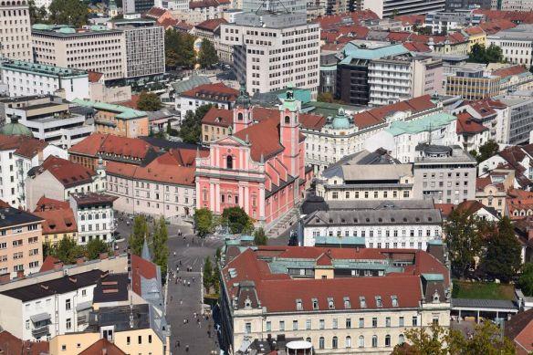 centre de Ljubljana depuis le château église franciscaine de l'annonciation à Marie