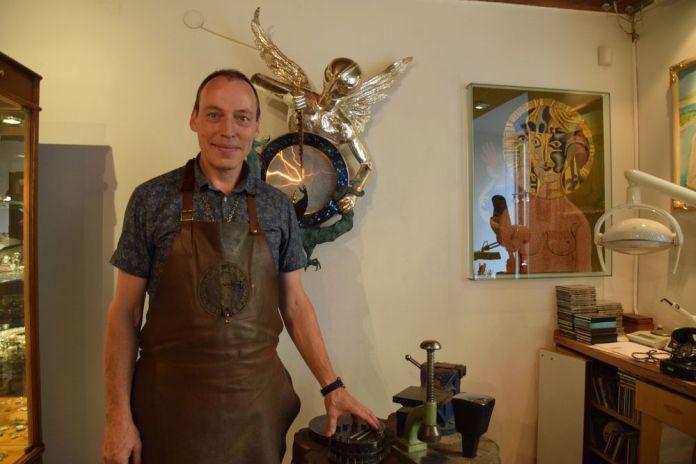 christoph steidl porenta dans sont atelier à Ljubljana