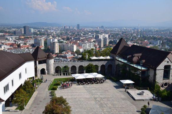cour du château de Ljubljana depuis la tour