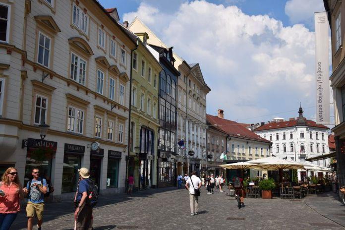 ensemble harmonieux mestni trg Ljubljana