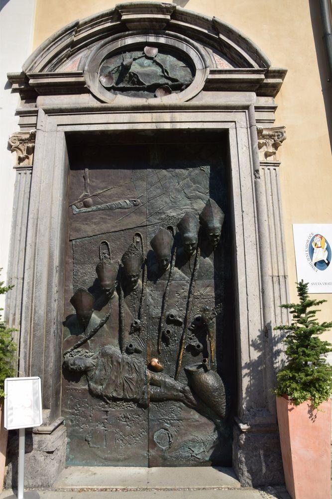 porte en relief évêques Ljubljana Saint-Nicolas