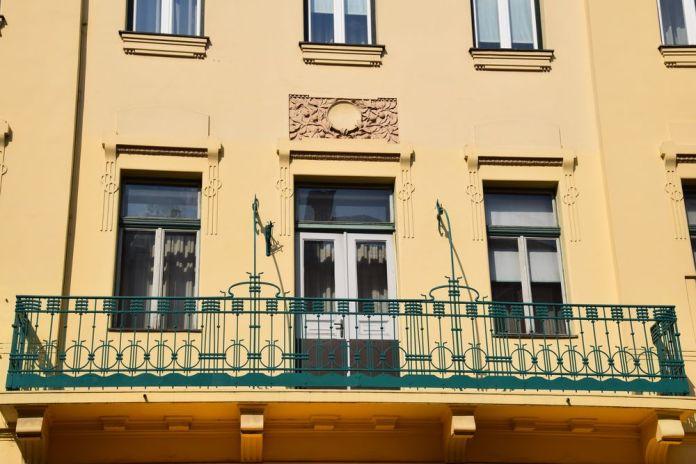 du rond sur la façade du 11 tavcarjeva ulica