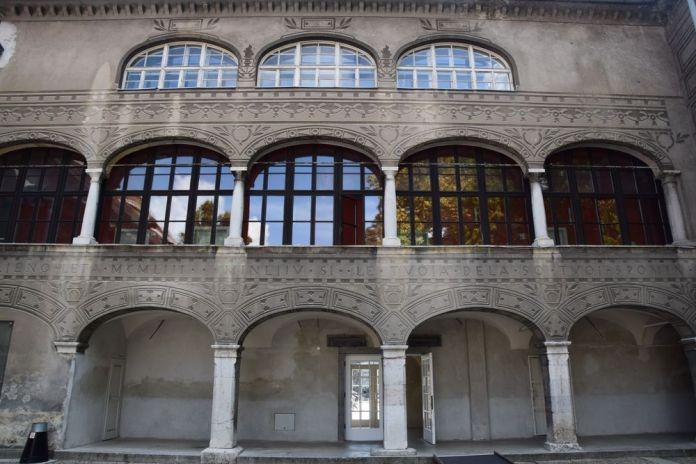 arcades sur plusieurs étages ancien couvent ljubljana