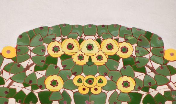 motifs fleuris rehaussés de céramique ljubljna