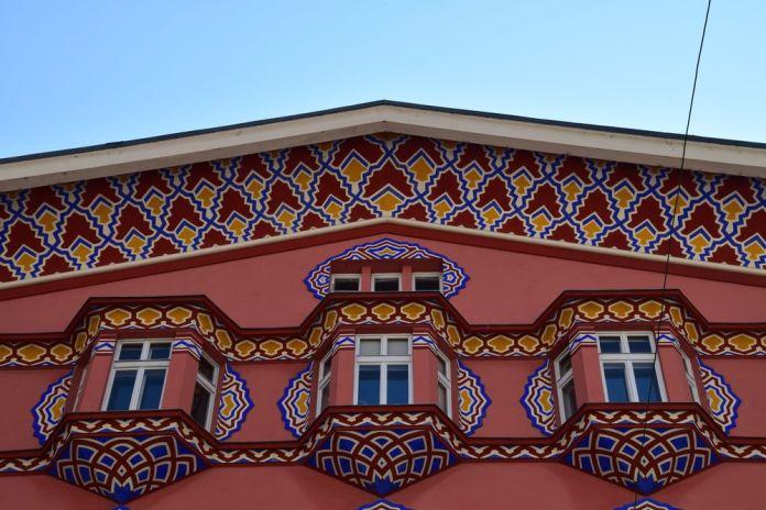 malgré la force des couleur la façade est harmonieuse