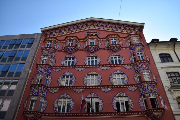 décor époustouflant banque coopérative ljubljana