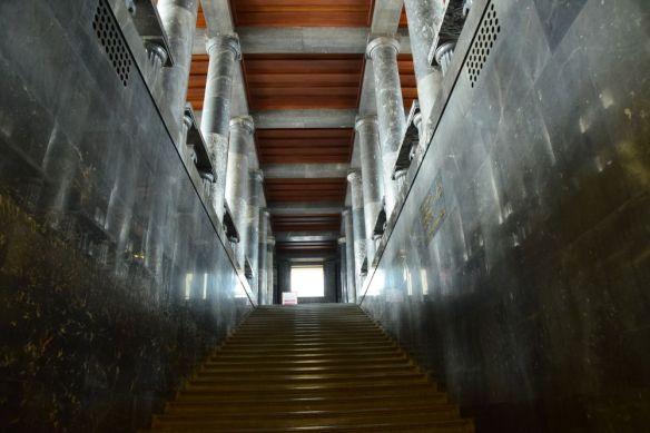 montée vers salle de lecture de la bibliothèque de Ljubljana