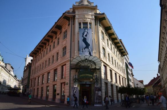 entrée galerija emporium ljubljana