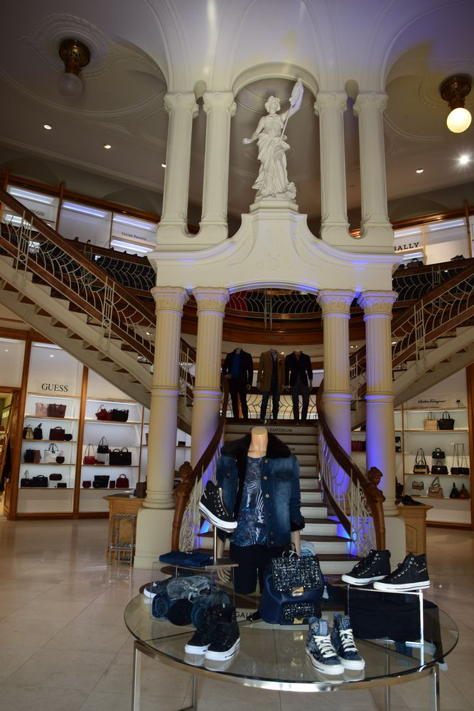 escalier double révolution galerija emporium ljbubljana