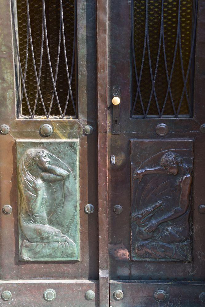 porte de la maison regalli ljubljana
