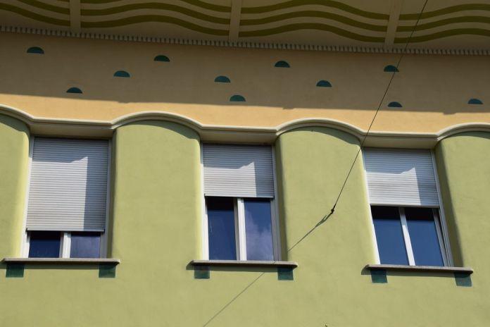 décors discrets avant-toit maison regalli ljubljana