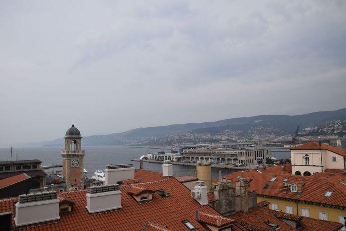 trieste et son port vus depuis les terrasses du musée Revoltella