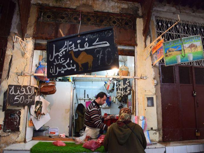 boucher vendant du dromadaire souk Médina de Fès