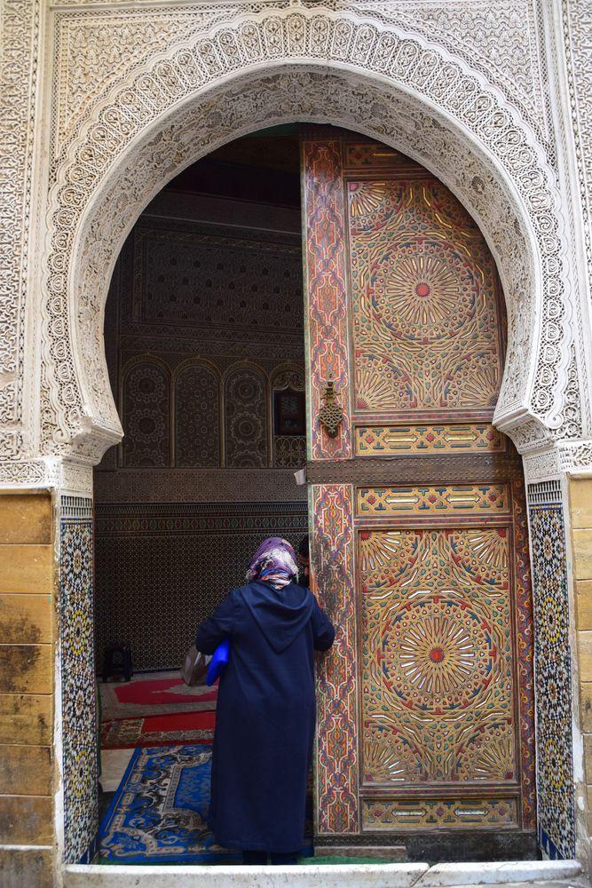 porte en bois décoré mosquée Médina Fès