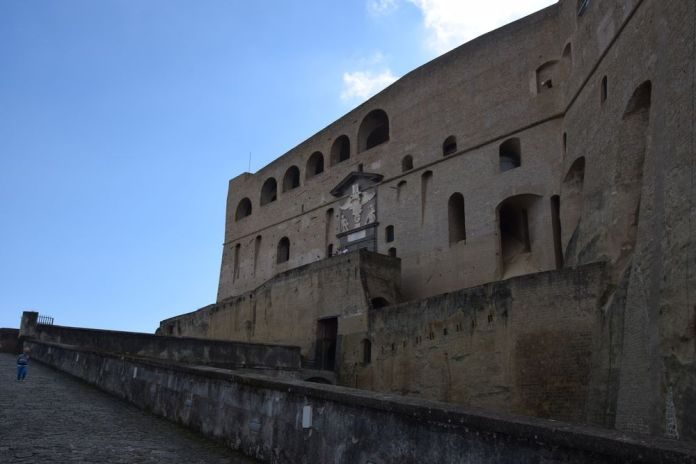 entrée castel sant'elmo Naples