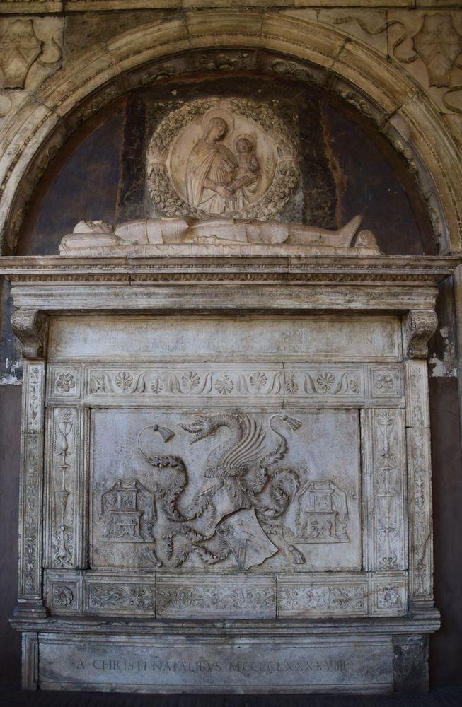 tombeau Dracula église Santa Maria La Nova, Naples