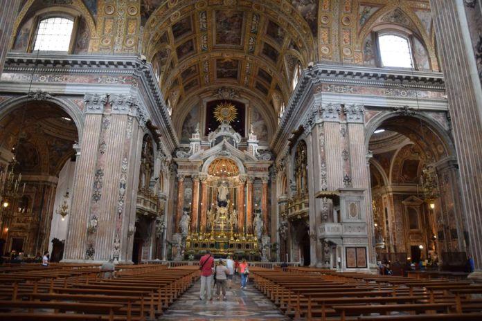 intérieur église Gesu Nuovo Naples