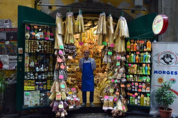 épicerie via san Benedetto Croce Naples