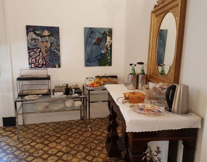 salle petit-déjeuner hôtel Santa Chiara Naples