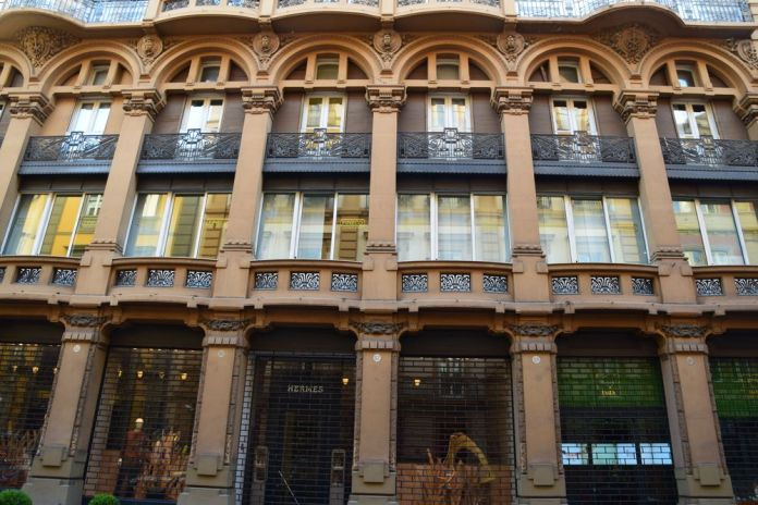immeubles de commerces créé par Guilo Ulisse Arata Naples
