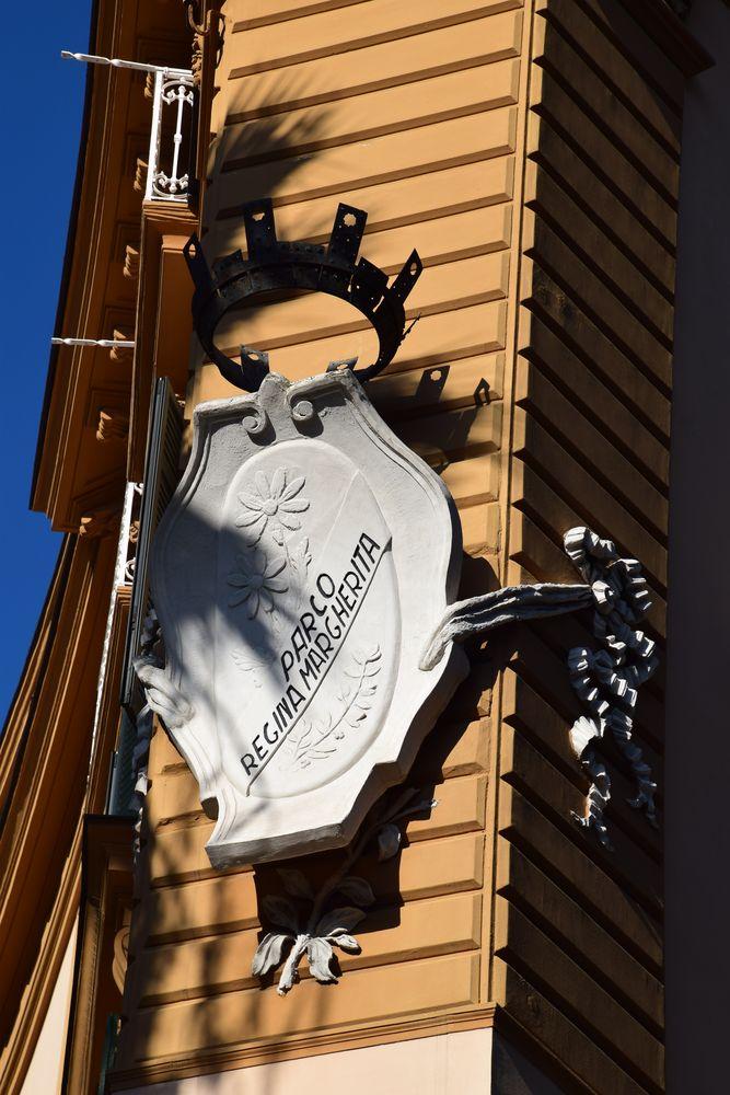 plaque décorative grand hôtel Eden Naples