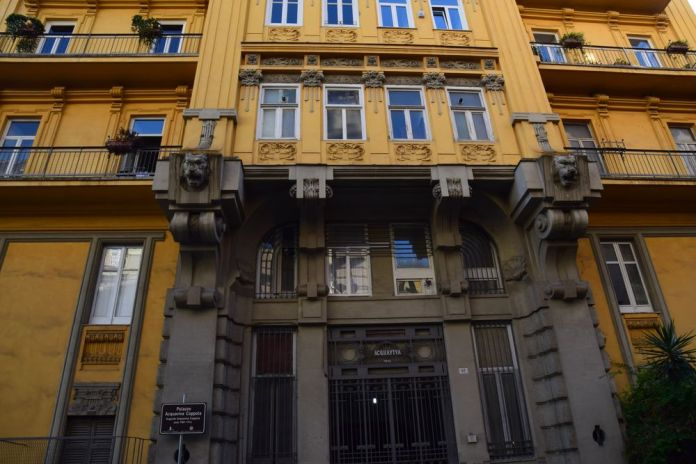 porte entrée palazzo Acquaviva Coppola