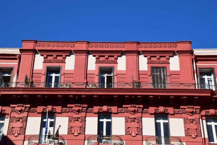 palazzo Leonetti Naples peint en rouge