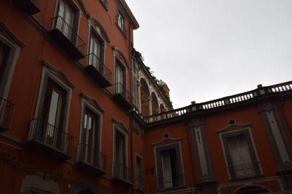cour intérieure Palazzo Carafai di Maddaloni Naples