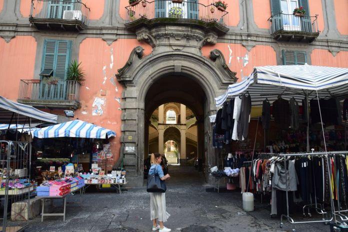 Palazzo dello spagnollo entrée Naples
