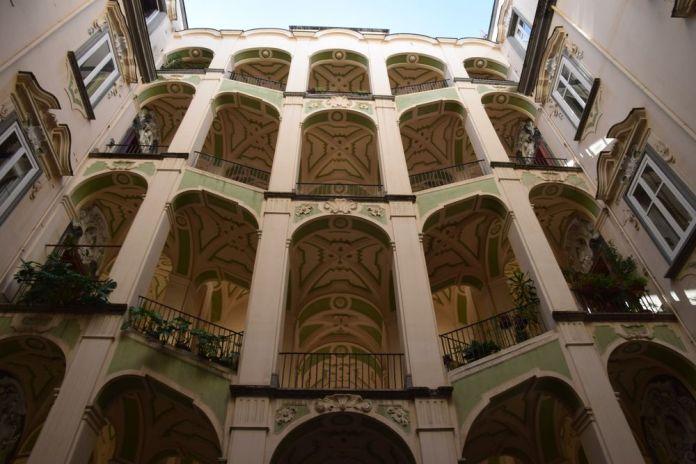 cage d'escalier Palazzo dello Spagnollo Naples