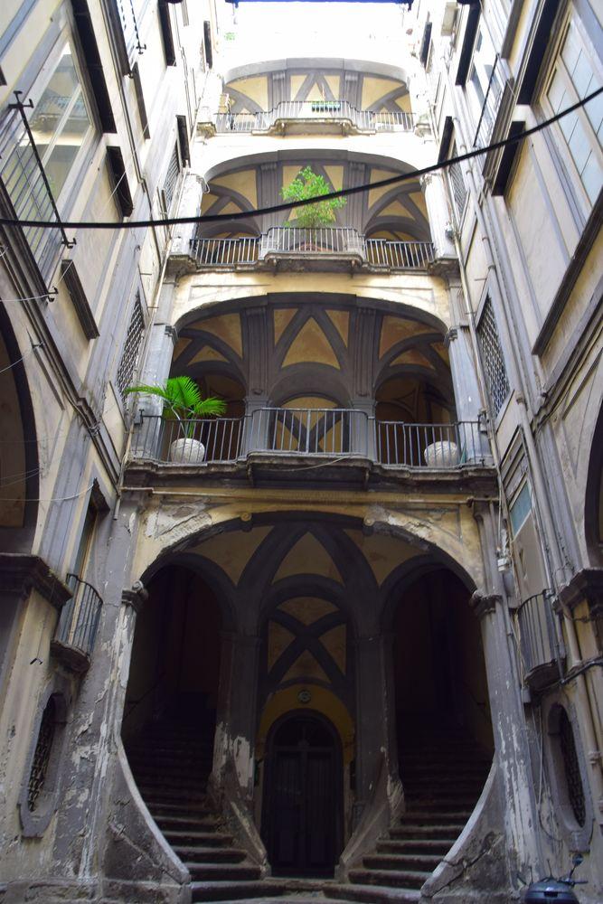 cage d'escalier Palazzo Mastelloni Naples
