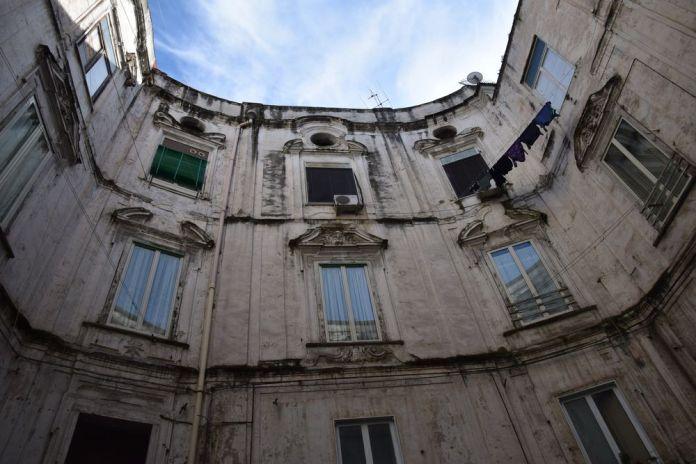 deuxième cour intérieure du Palazzo Sanfelice Naples