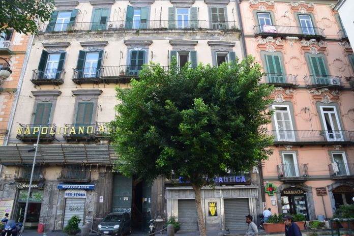 façades des Palazzo Trabucco et Mastelloni Naples